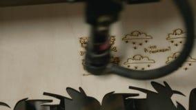 Incisione laser su legno stock footage