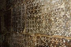 Incisioni dei crociati sulla parete Fotografia Stock