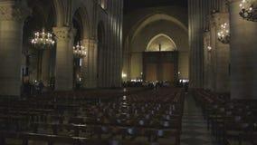 Inclinação-acima ao grande instrumento Notre-Dame do órgão da janela cor-de-rosa video estoque
