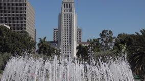 Inclinação-acima da câmara municipal de Los Angeles da fonte grande do parque vídeos de arquivo