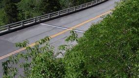 Inclinação acima de Linn Cove Viaduct vazia filme