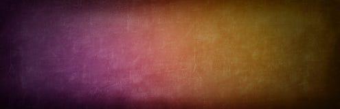 inclinação alaranjado e violeta colorido na parede do cimento do grunge para vagabundos imagem de stock
