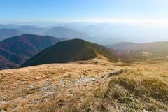 Inclinação delicada da montanha no vale de Vratna slovakia fotos de stock
