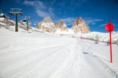 Inclinação do esqui nas dolomites imagem de stock royalty free