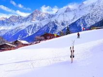 Inclinação do esqui nas montanhas da estância de esqui Chamonix Fotos de Stock