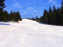 Inclinação do esqui no mountai de Rokytnice Fotos de Stock Royalty Free