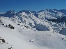 Inclinação do esqui no recurso do St Anton foto de stock