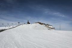 Inclinação do esqui nos alpes Fotografia de Stock Royalty Free