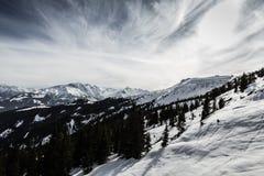 Inclinação do esqui nos alpes Imagens de Stock Royalty Free