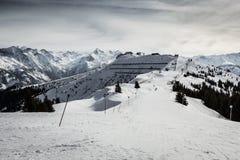 Inclinação do esqui nos alpes Imagens de Stock