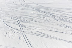 A inclinação do esqui permanece trilha das cópias dos traços Fotos de Stock Royalty Free