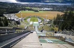 Inclinação do salto de esqui. Imagens de Stock