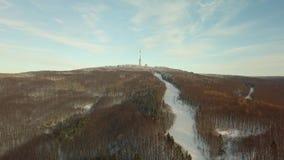 Inclinação nevado do esqui da montanha vídeos de arquivo