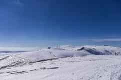 Inclinação nevado no centro do esqui de 3-5 Pigadia, Naoussa, Grécia Fotografia de Stock Royalty Free