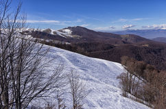 Inclinação nevado no centro do esqui de 3-5 Pigadia, Naoussa, Grécia Fotos de Stock Royalty Free