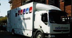 Inclinação-para baixo para transmitir o caminhão video audio de France Inter filme