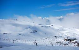 Inclinações do esqui de Pradollano em montanhas de Sierra Nevada na Espanha Foto de Stock Royalty Free
