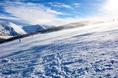 Inclinações do esqui em Bulgária, Borovets foto de stock