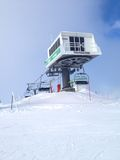 Inclinações do teleférico e do esqui da telecadeira no Imagens de Stock