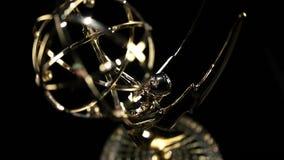 Inclinación de Emmy Award adentro almacen de video