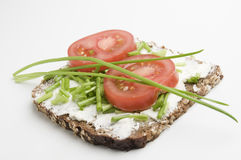 Inclinación entera del tomate y de las cebolletas del grano Imagenes de archivo