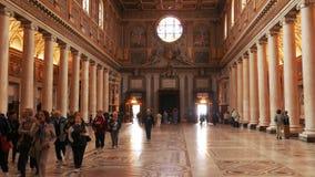 Inclinación granangular para arriba del interior del maggiore de Santa María de la basílica, Roma almacen de metraje de vídeo