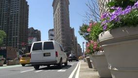 Inclinación y al edificio de la plancha en Manhattan, New York City, los E.E.U.U. metrajes