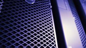 Inclinaison- au logotype de Dell Computers sur les ordinateurs de poste de travail banque de vidéos