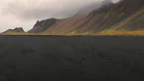 Inclinaison de paysage de Vestrahorn Islande indiquer le tir banque de vidéos