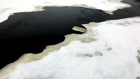 Inclinaison gelée de Dnipro vers le haut de tir de glace au paysage banque de vidéos