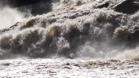 Inclinaison sauvage de cascade vers le bas clips vidéos