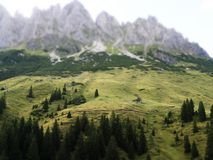 Inclinazione-spostamento austriaco della catena montuosa immagini stock