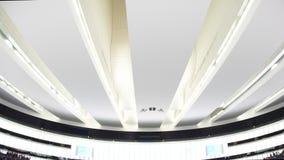 Incline abajo al hemiciclo grande del Parlamento Europeo almacen de video