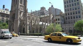 Incline abajo de Grace Church en Manhattan, New York City, los E.E.U.U. almacen de metraje de vídeo