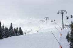 Inclinez en Jasna Ski Resort, Slovaquie avec une tempête de neige de neige de  Image libre de droits