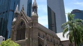 Inclini da traffico alla cattedrale di St Stephen Brisbane del centro archivi video