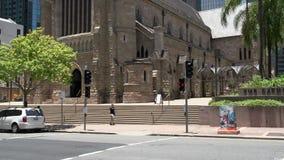 Inclini dalla cattedrale di St Stephen Brisbane del centro stock footage