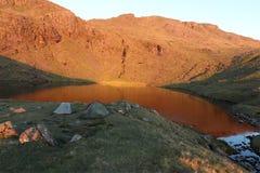 Inclini il Tarn nel parco nazionale del distretto del lago all'alba Immagini Stock Libere da Diritti