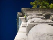 Inclini la vista al grande portone nello stile europeo Fotografia Stock Libera da Diritti