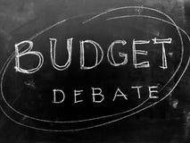 Inclua no orçamento debate escrito à mão no quadro-negro - imagem conservada em estoque fotos de stock
