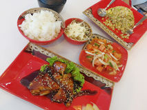 Inclua o alimento japonês na tabela Foto de Stock Royalty Free