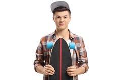 Inconformista adolescente con un longboard Imagen de archivo libre de regalías