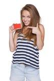 Inconformista emocionado del adolescente de la muchacha con la tarjeta de crédito Imagenes de archivo