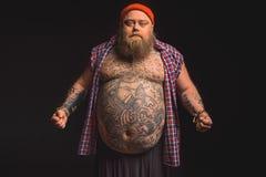 Inconformista masculino grueso con el abdomen grande Foto de archivo