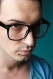 Inconformista masculino joven con los vidrios y la perforación negra Imagen de archivo libre de regalías
