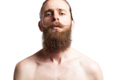 Inconformista que lleva una barba larga en el fondo blanco Foto de archivo libre de regalías