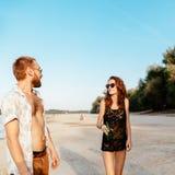 Inconformistas en la playa Foto de archivo