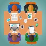 Incontrandosi all'ufficio, lavoro di squadra, confrontante le idee concetto Immagine Stock