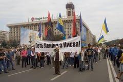 Incontrandosi per il monumento del Lenin di rimozione a Kiev Immagine Stock