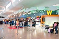 Incorporar de la gente en el aeropuerto de KLIA 2, Kuala Lumpur Imágenes de archivo libres de regalías